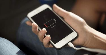 هاتفك يستغرق وقتا طويلا ليشحن وتنفد بطاريته بسرعة.. قد تكون أنت السبب!