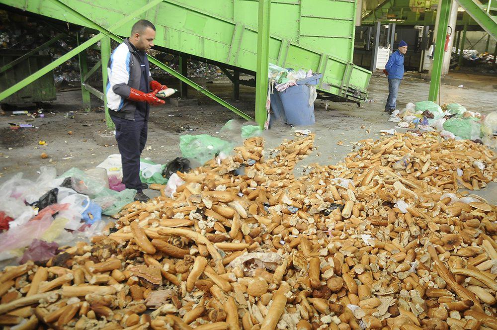 تبذير أكثر من مليون كلغ من مادة الخبز في 20 يوما