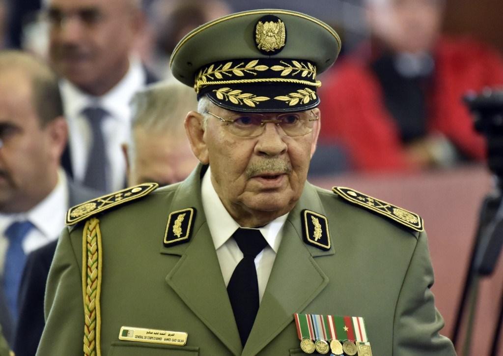 لأول مرة.. مجلة فرنسية تكشف طريقة وفاة أحمد قايد صالح