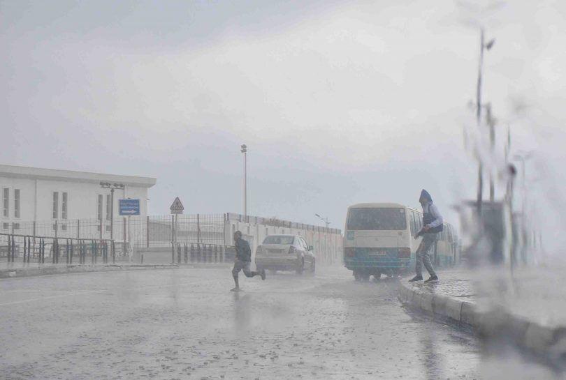 رياح قوية وأمطار رعدية على هذه الولايات