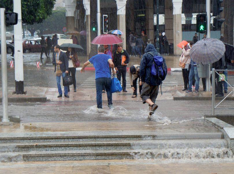 أمطار رعدية غزيرة تضرب 13 ولاية
