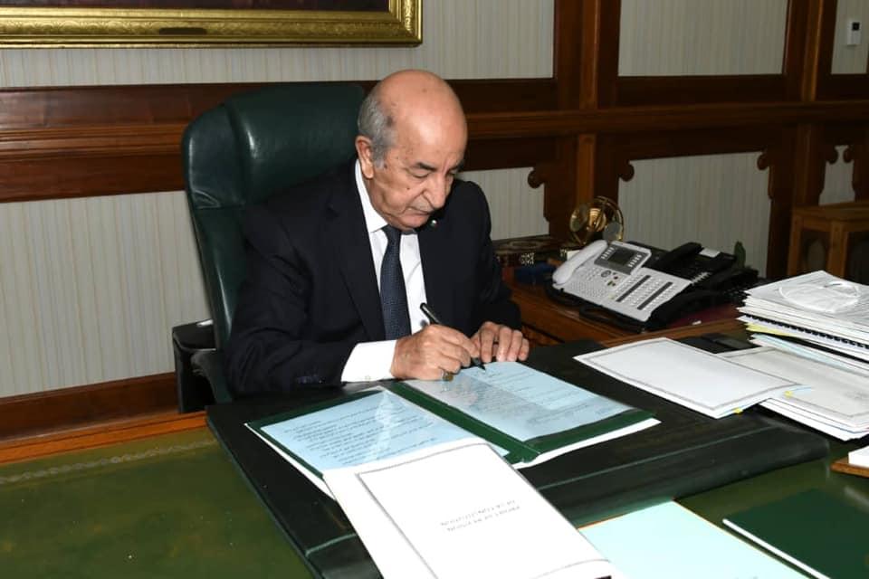 رغم توقيع مرسوم رئاسي لحلّ البرلمان.. النواب يزاولون مهامهم بصفة عادية