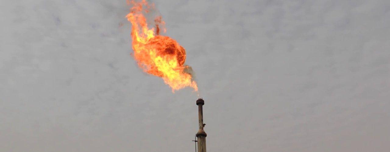 غاز الشعلة.. كنز مهمل في حقول النفط