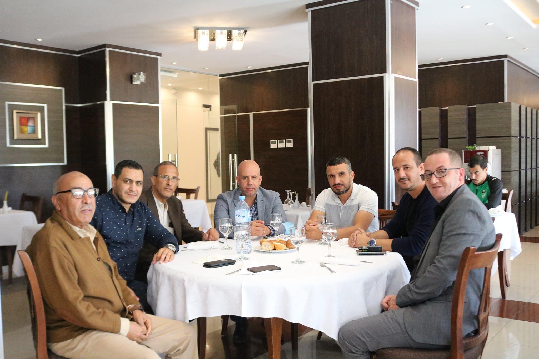 مأدبة غداء جمعت رئيس اتحاد بسكر برئيس شبيبة القبائل