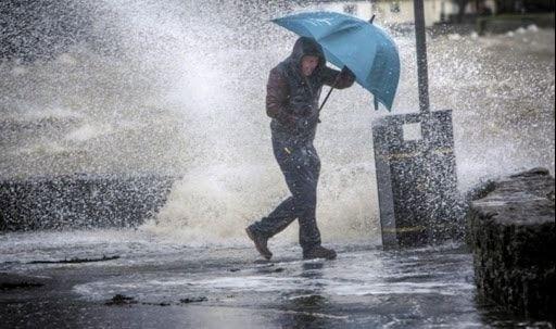 أمطار غزيرة مصحوبة برياح تتعدى سرعتها 70كلم/سا على الولايات الغربية والوسطى