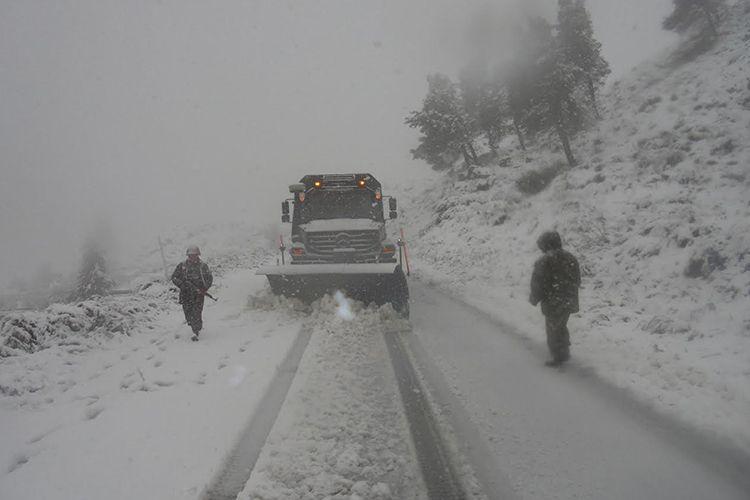 رياح قوية تصل إلى 80 كلم في الساعة وعودة الثلوج على هذه المرتفعات