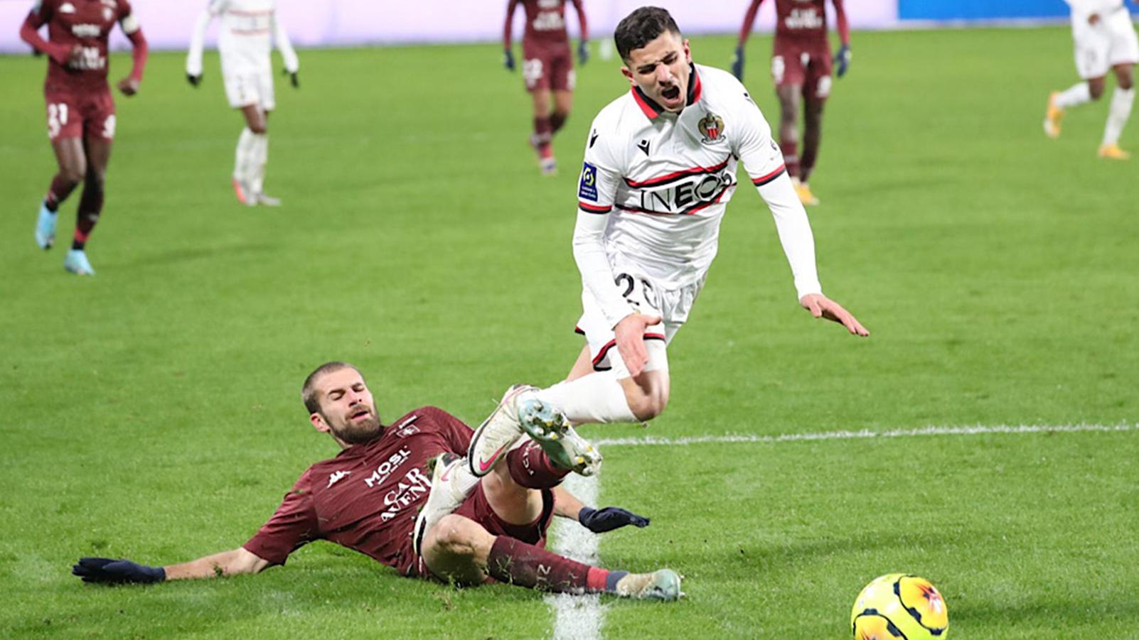 أخبار سيئة للاعب الجزائري يوسف عطال في نادي نيس الفرنسي