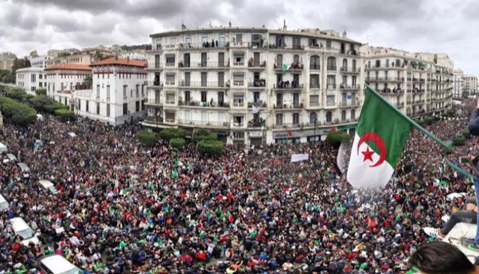 """""""نداء22"""" يدعو الجزائريين إلى الإستعداد لبعث الحراك"""