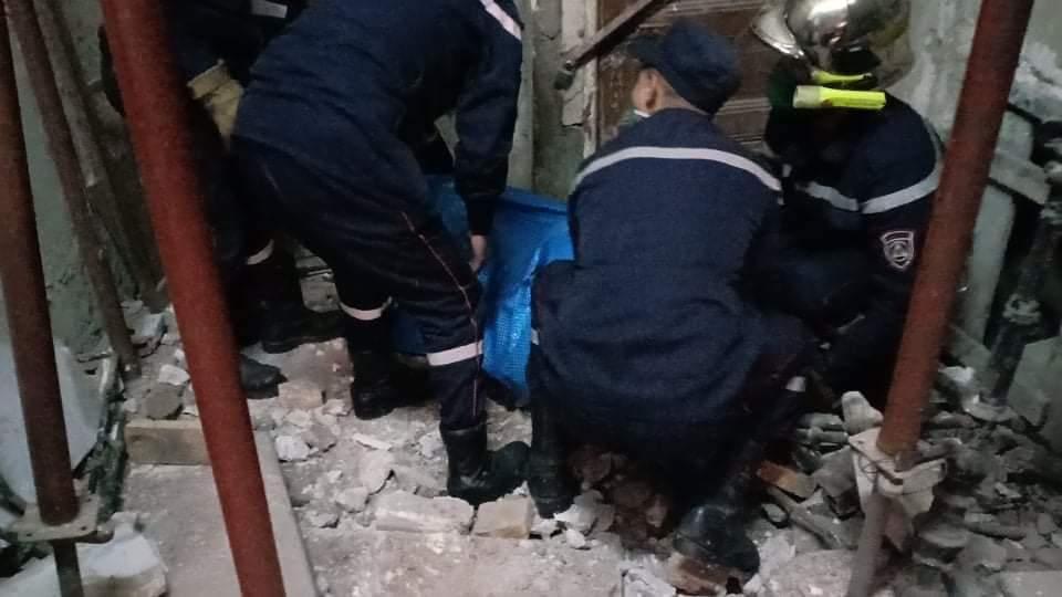 إصابة 3 أشخاص في حادث انهيار سلالم بناية بباب الوادي