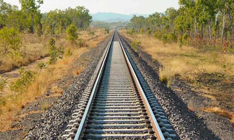 وزير النقل بالنيابة يكشف سبب تأخر ربط الجزائر وتونس عبر السكك الحديدية