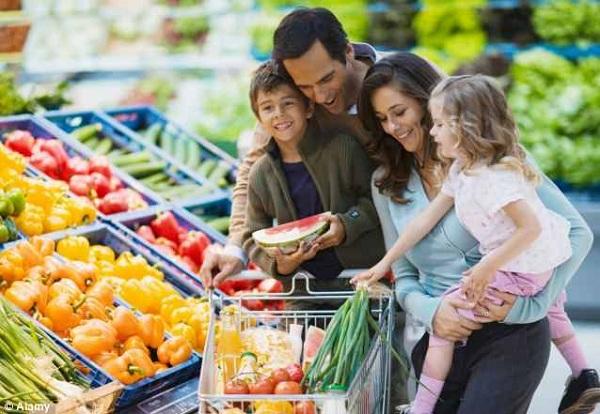 إليكم نصائح مفيدة للتحكم في فاتورة قائمة مشتريات رمضان وتفادي التبذير