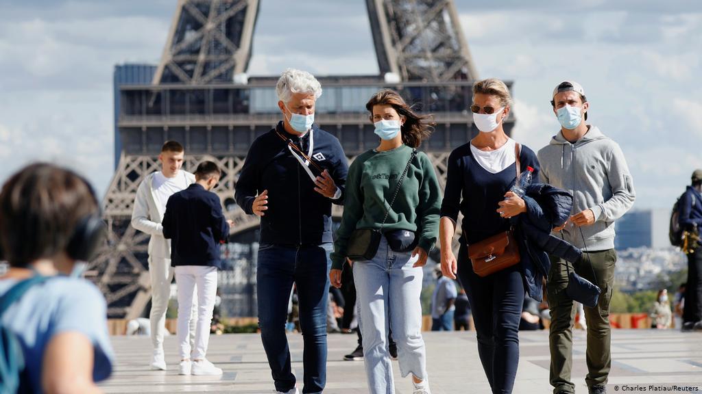 فرنسا تعلن تجاوز ذروة الموجة الثالثة من كورونا