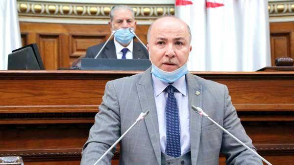 وزير المالية يدعو إلى تسريع وتيرة رقمنة القطاع